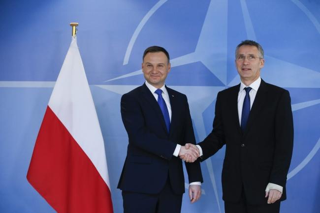 Prezydent Andrzej Duda ii sekretarz generalny NATO Jens Stoltenberg w Brukseli/EPA/OLIVIER HOSLET
