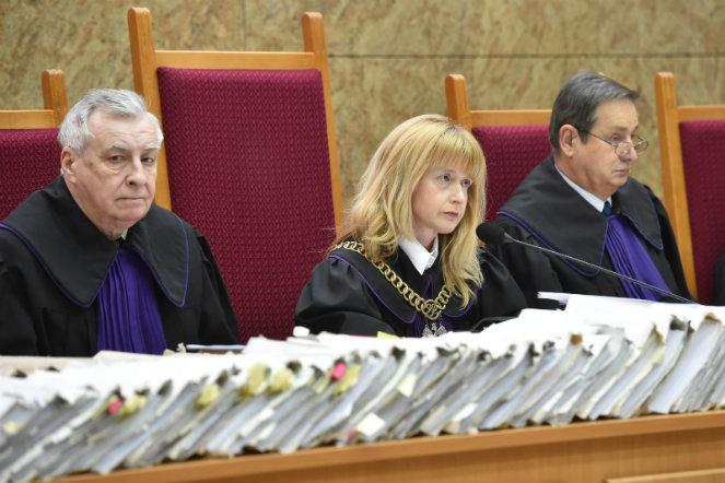 Sędzia Aleksandra Almert (C) przewodniczy rozprawie ws. Brunona Kwietnia. Foto: PAP/Jacek Bednarczyk