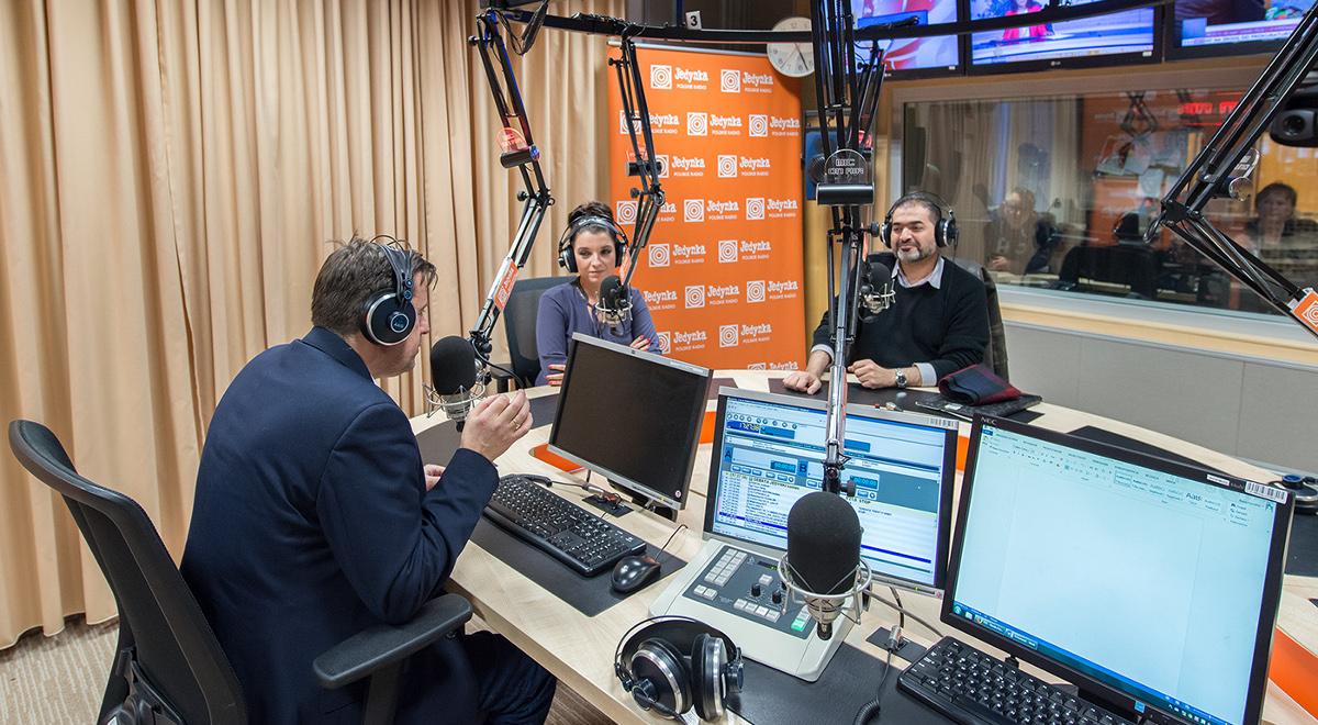 Prowadzący debatę Witold Gadowski i jego goście: Magdalena El Ghamari i Mufti Nidal Abu Tabaq