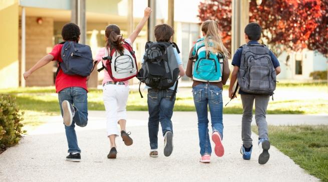 Фото как дети бегут в школу