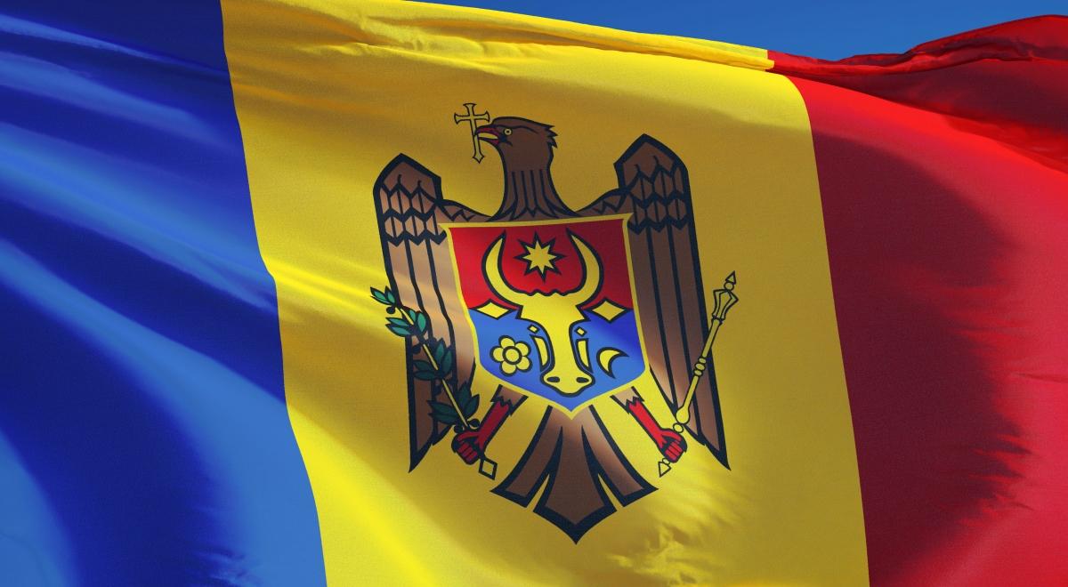Znalezione obrazy dla zapytania mołdawia flaga