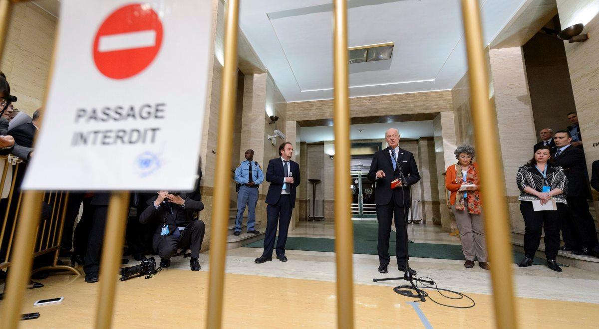Specjalny wysłannik ONZ Staffan de Mistura (C) na briefingu prasowym 29 stycznia