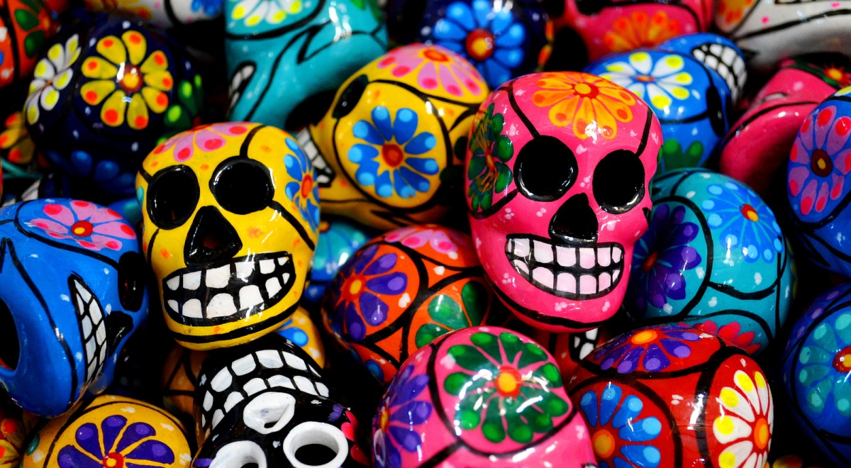 Ozdoby w kształcie czaszek są w Meksyku powszechnie sprzedawane jako pamiątki turystyczne