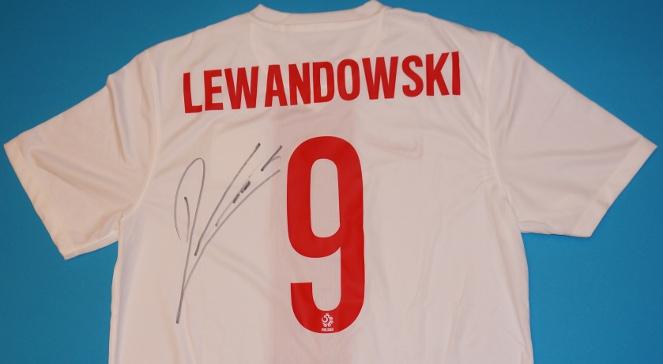 045060e1f033 Koszulka reprezentacji Polski z autografem Roberta Lewandowskiego ...