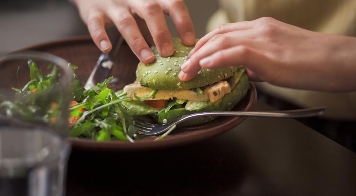 burger weganizm wegetarianizm warzywa kuchania jedzenie 1200.jpg