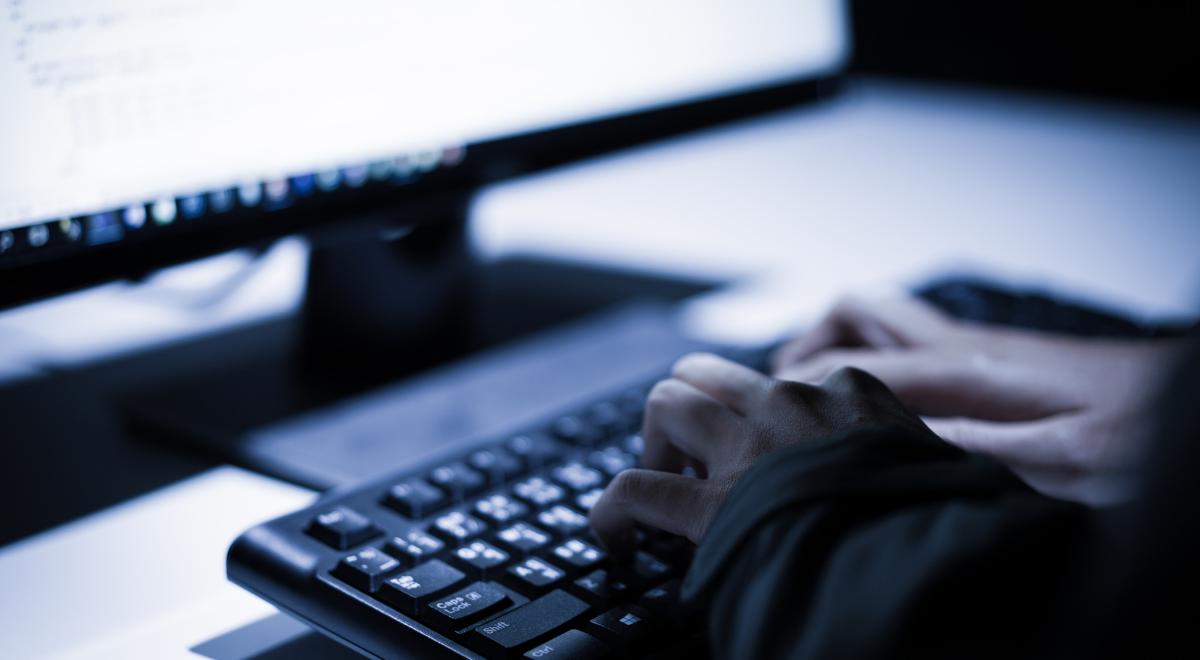 free cyberatak cyberbezpieczeństwo ABW haker 1200.png