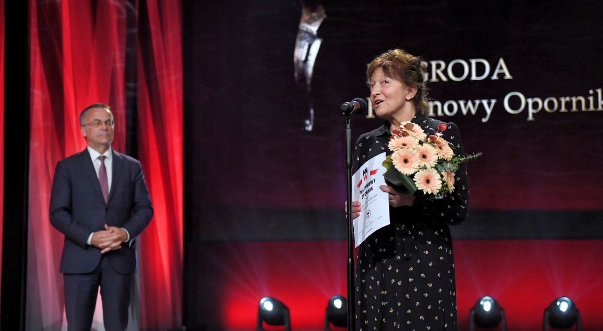 "Documentary filmmaker Alina Czerniakowska received a lifetime achievement award during the close of the 12th ""Defiant, Unvanquished, Enduring"" Film Festival in Gdynia. Photo: PAP/Marcin Gadomski"