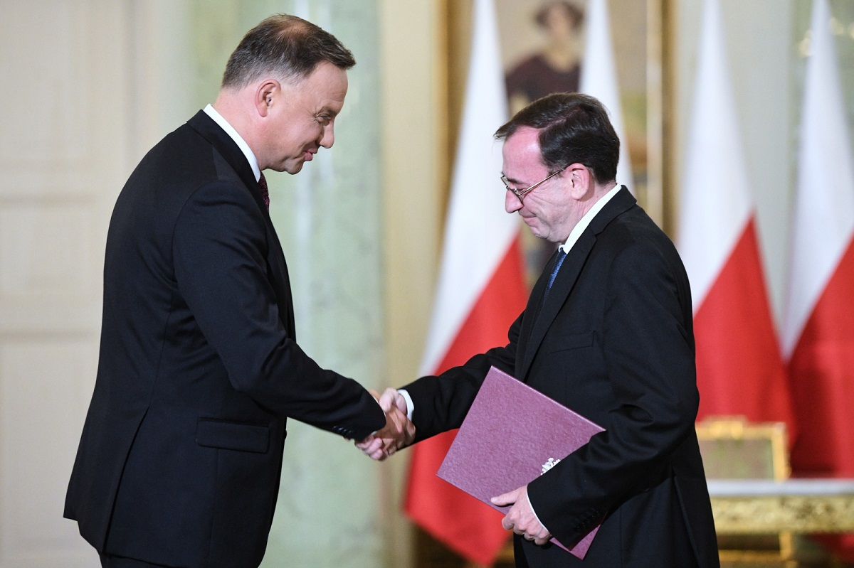 President Andrzej Duda (left) and the newly appointed Interior and Administration Minister Mariusz Kamiński (right) during the swearing-in ceremony in Warsaw on Wednesday. Photo: PAP/Radek Pietruszka