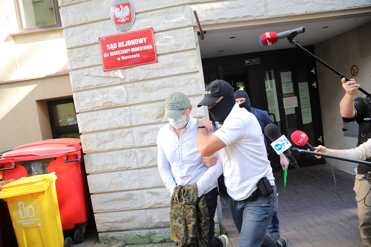 Sławomir Nowak (left) being led out of a courthouse in Warsaw on July 22, 2020.