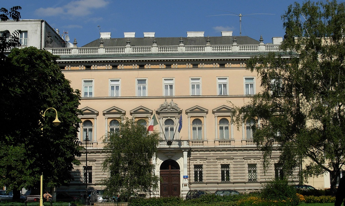 The Italian embassy in Warsaw. Photo: Isee1 [CC BY 2.5 pl (https:creativecommons.orglicensesby2.5pldeed.en)]