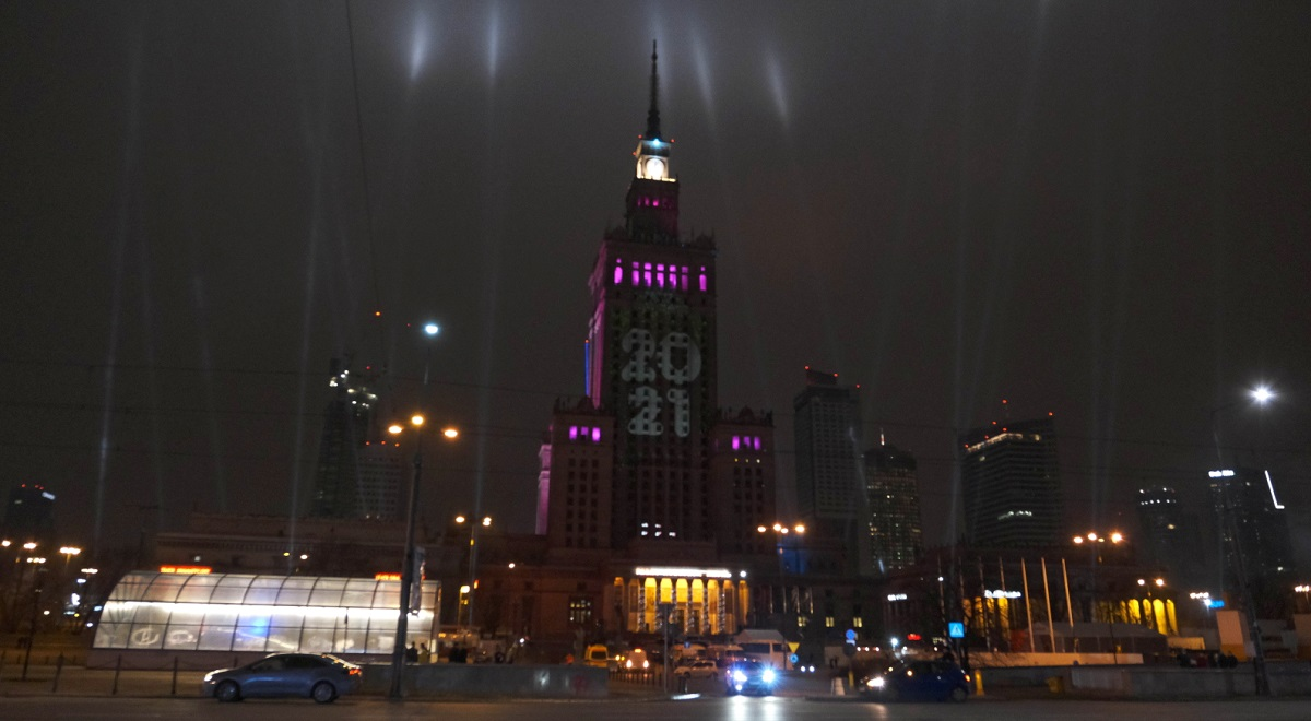 A New Year's Eve light show at Warsaw's iconic Palace of Culture and Science.