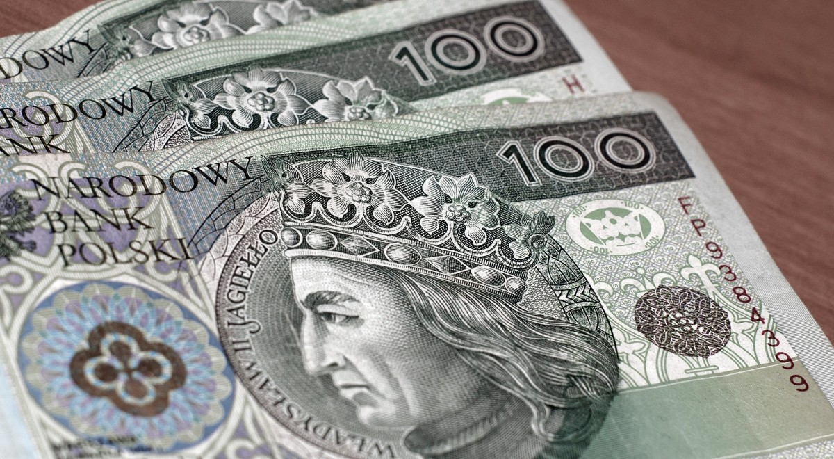 pieniądze złoty setki free pixabay 1200.jpg