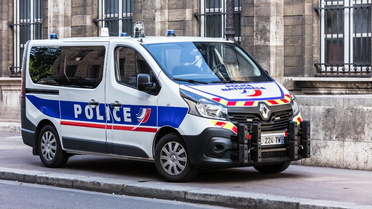 policja francja shutterstock free 1200.jpg