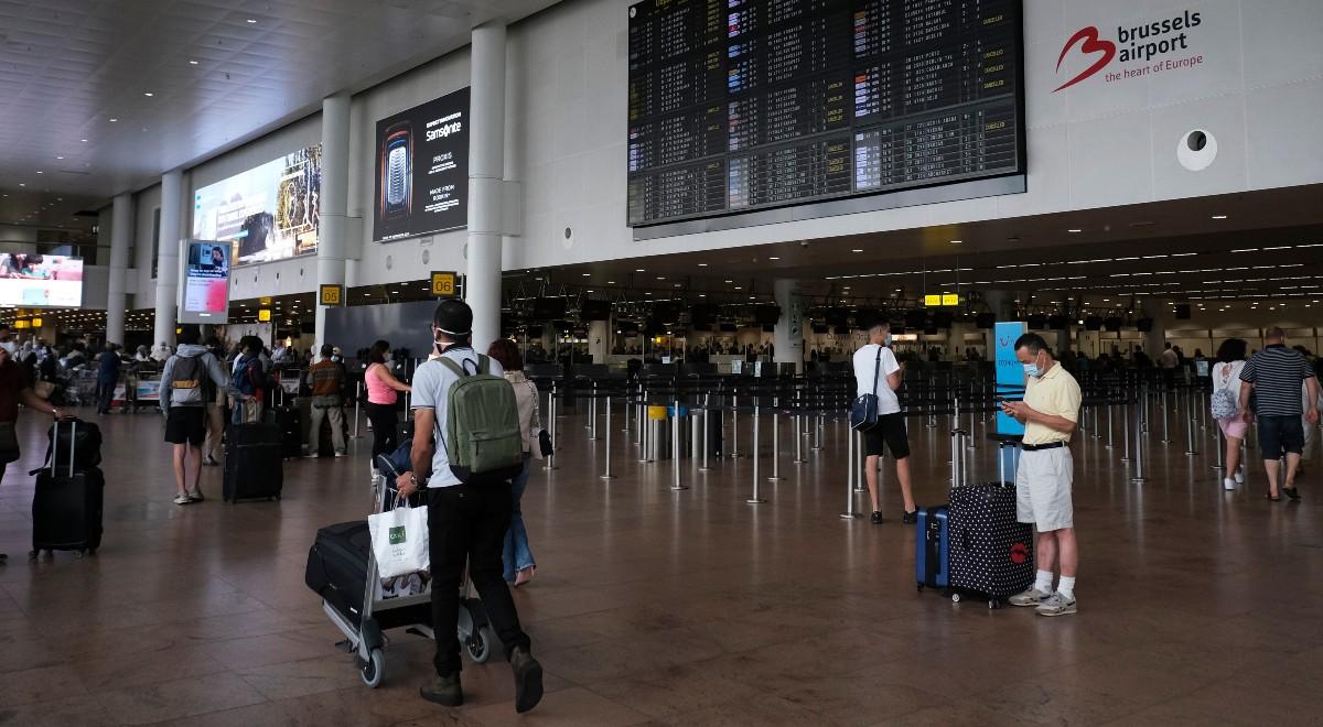 shutterstock turyści podróż podróżni bruksela belgia lotnisko podróże turystyka 1200 free (1).jpg