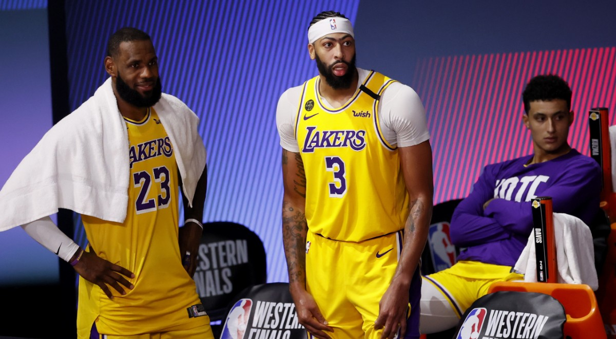 LeBron James (L),  Anthony Davis (C) i Kyle Kuzma (R) z Los Angeles Lakers