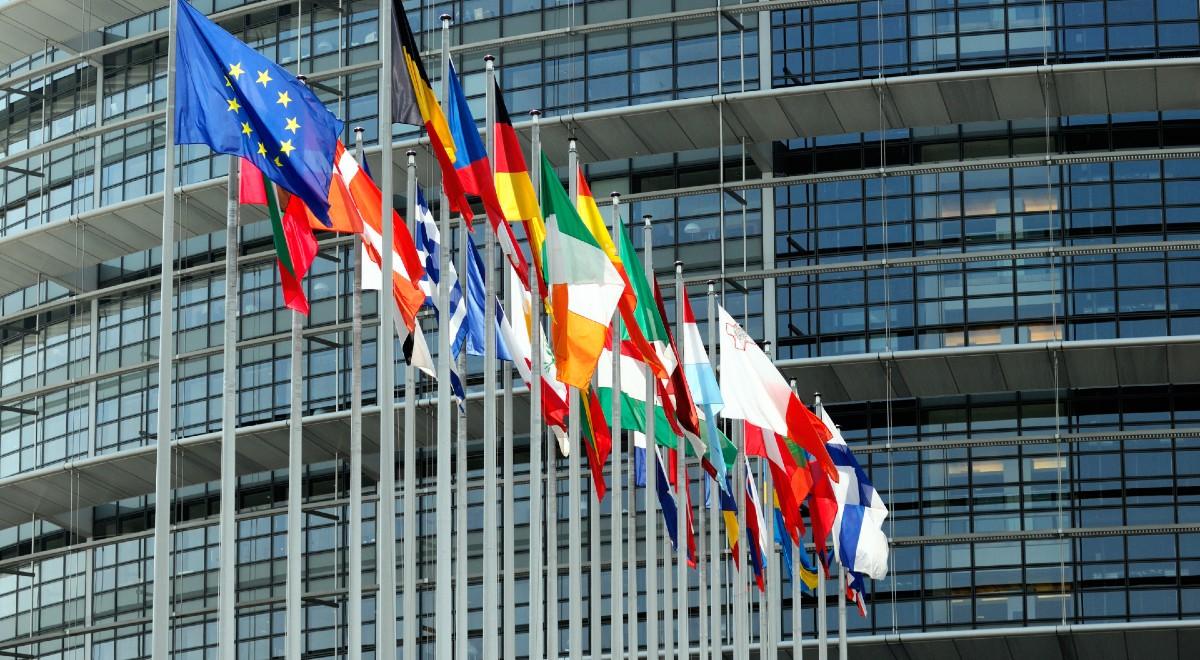 komisja europejska free shutter 1200.jpg