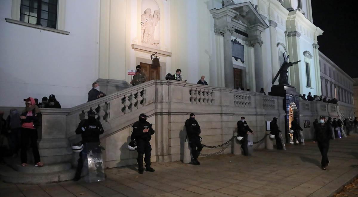 policja kontrdemonstranci kosciol pap 1200.jpg
