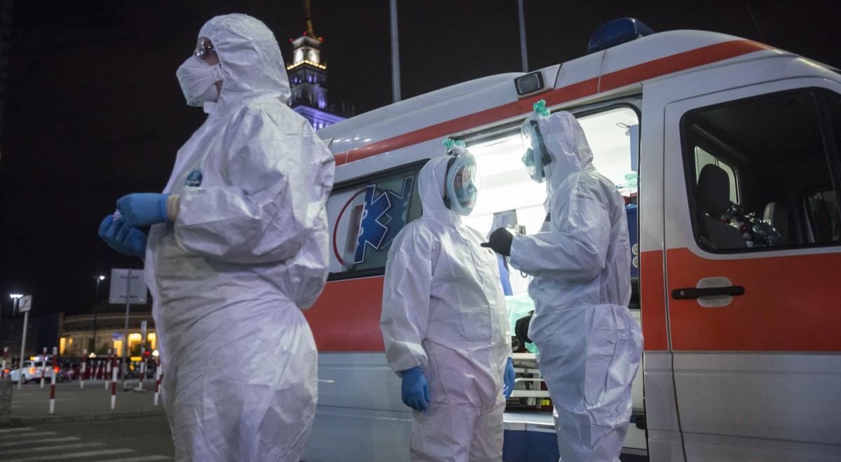 karetka sanitariusze koronawirus east news 1200.jpg