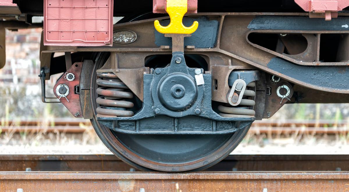 shutterstock_koła pociągu pociąg 1200.jpg