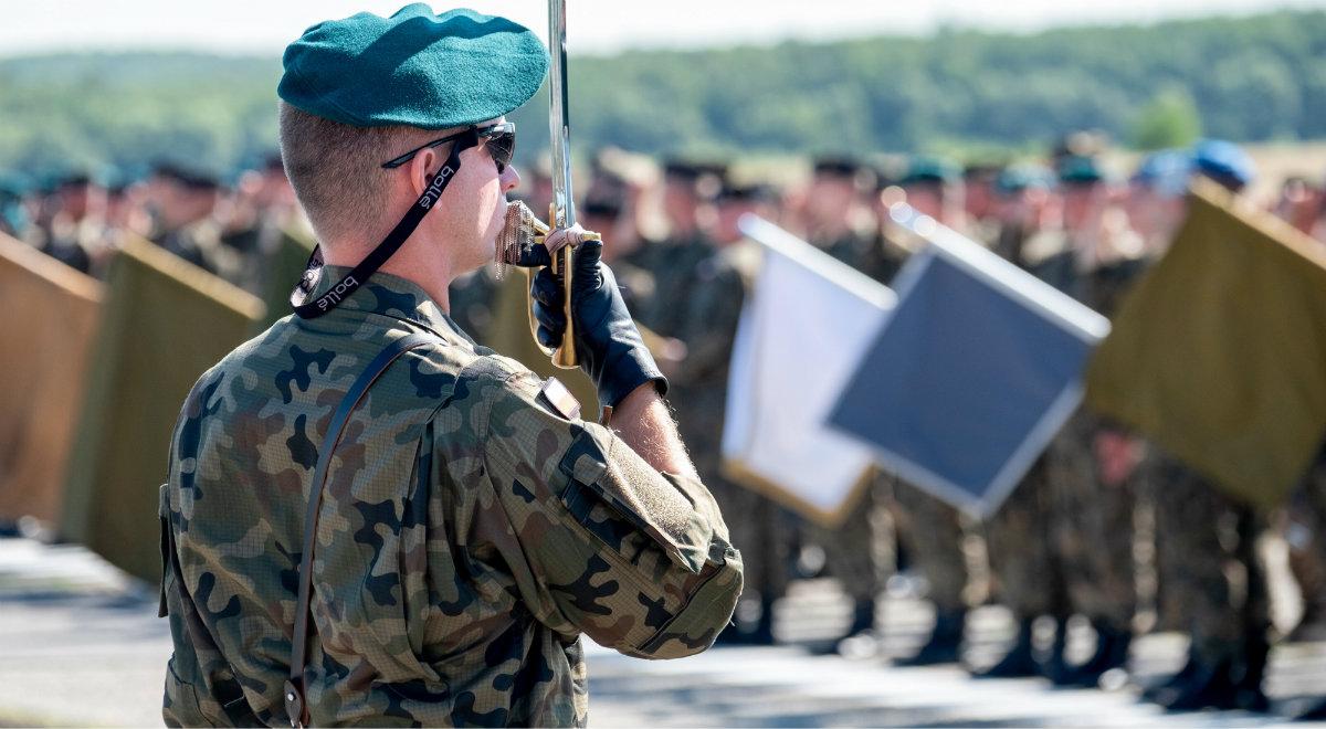 Żołnierze wszystkich rodzajów Sił Zbrojnych RP podczas zgrupowania do Defilady Wierni Polsce
