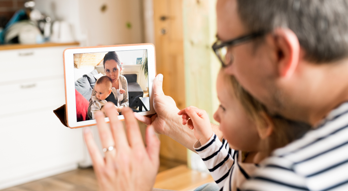 tablet skype rozmowa rodzina komunikator 1200.jpg