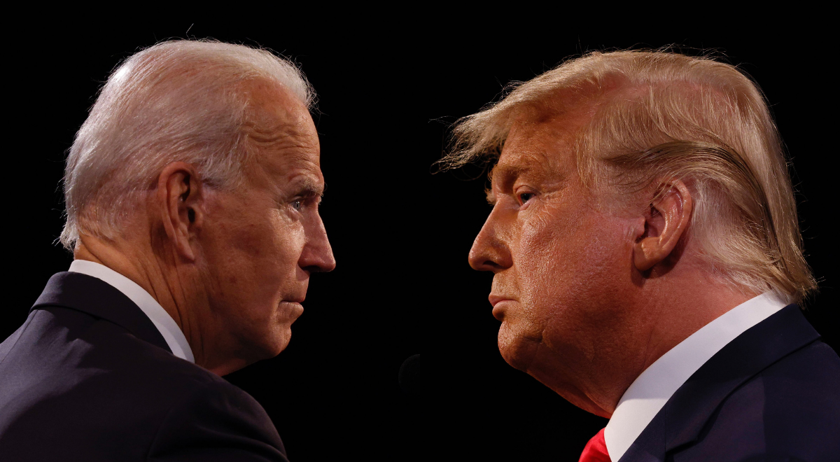 Joe Biden oraz Donald Trump (zdj. PAP/EPA/JIM BOURG/POOL)