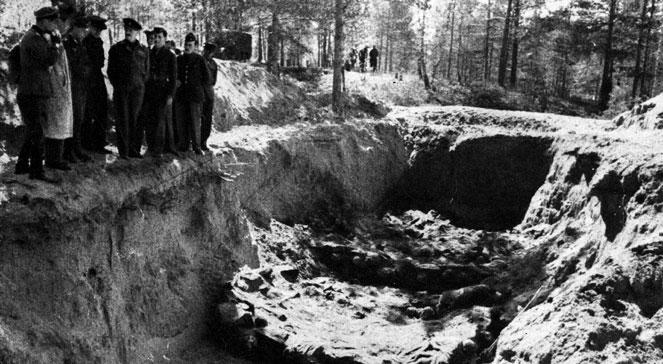 Ekshumacja zwłok polskich oficerów zamordowanych w Katyniu w 1943 roku.