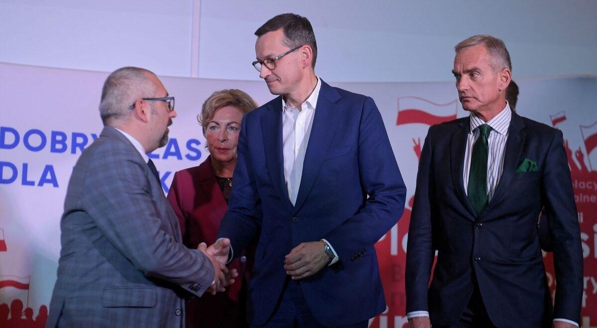 Premier Mateusz Morawiecki i senator Jan Maria Jackowski podczas spotkania z wyborcami w Ciechanowie.