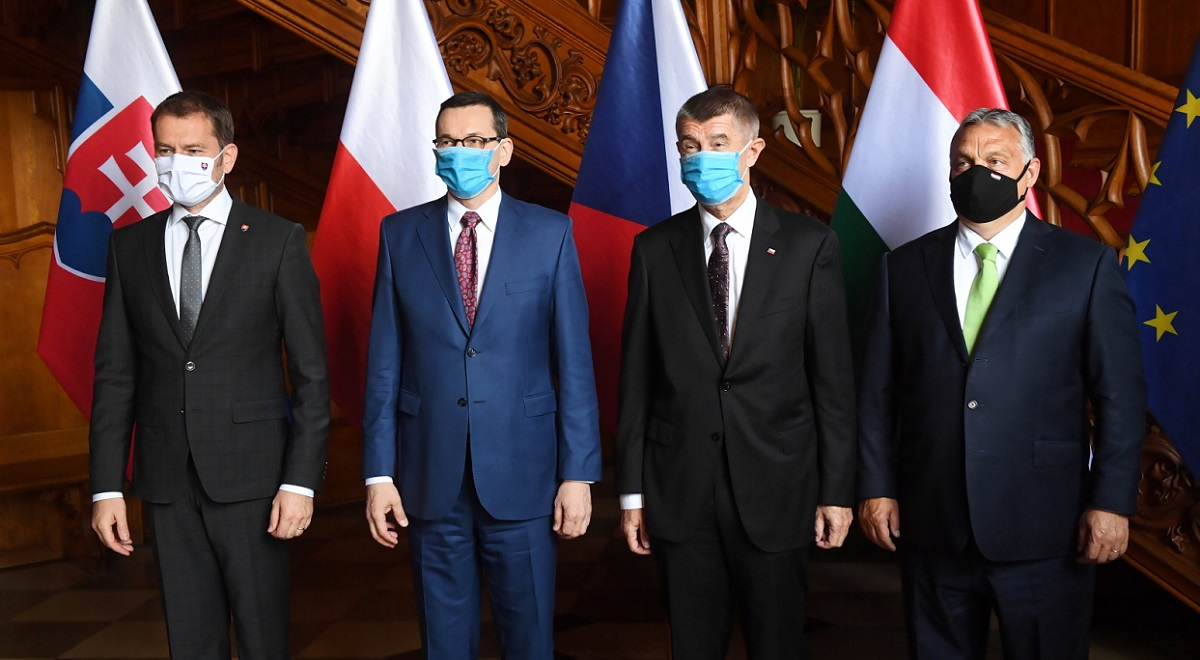 V4 PMs hold a summit amid the pandemic: Slovakia's Igor Matovič, Poland's Mateusz Morawiecki, the Czech Republic's Andrej Babiš, and Hungary's Viktor Orban meet at Lednice Castle in the southeastern Czech Republic on Thursday. Photo: PAP/Radek Pietruszka