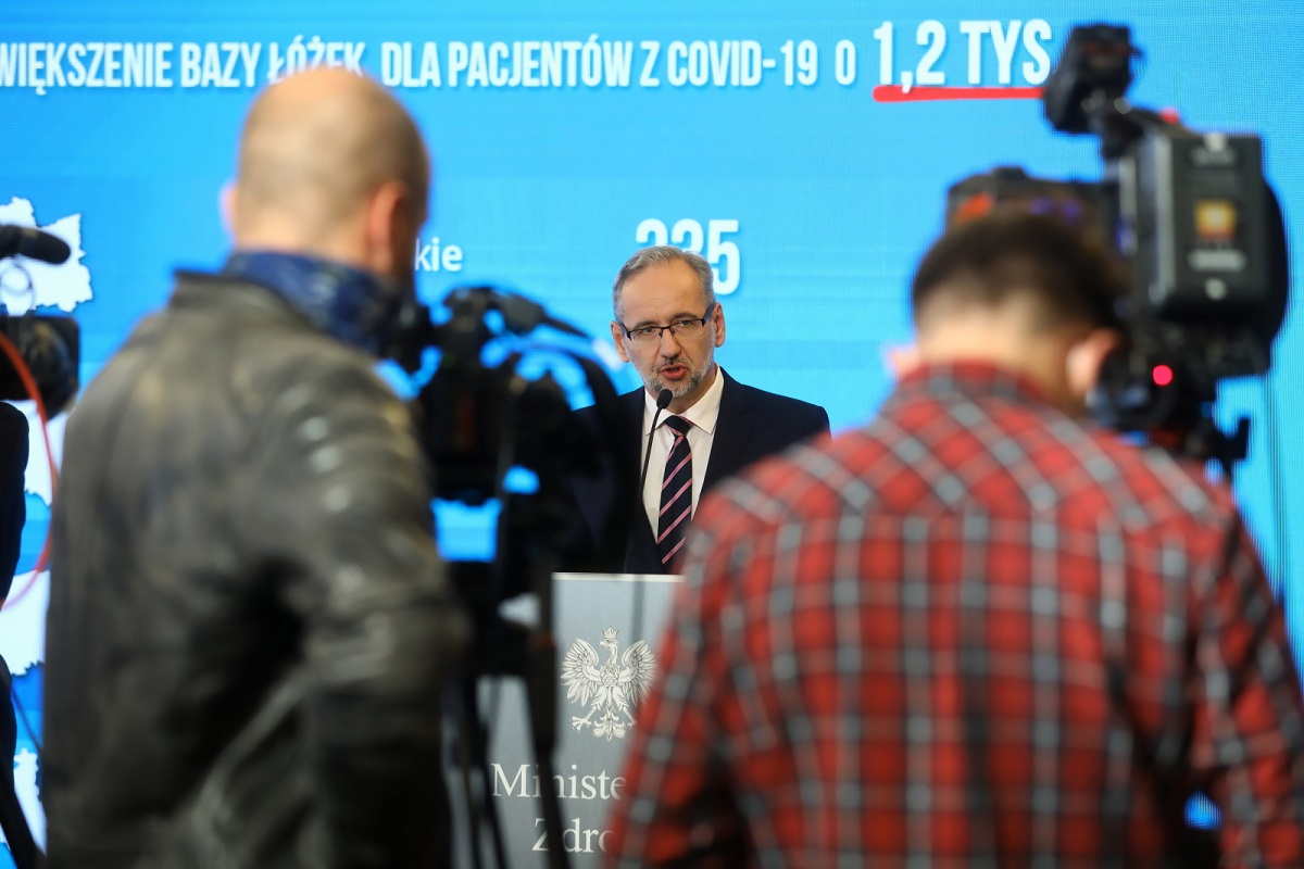 Polish Health Minister Adam Niedzielski briefs reporters at a news conference in Warsaw this week.