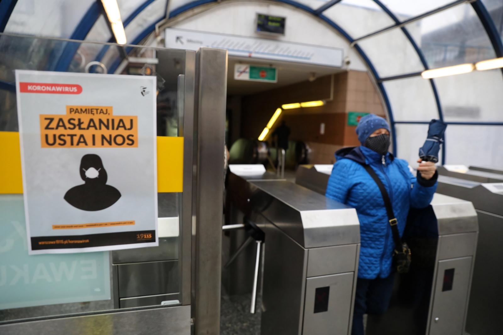 За появление на улице без маски в Польше выписано 55 тыс. штрафов