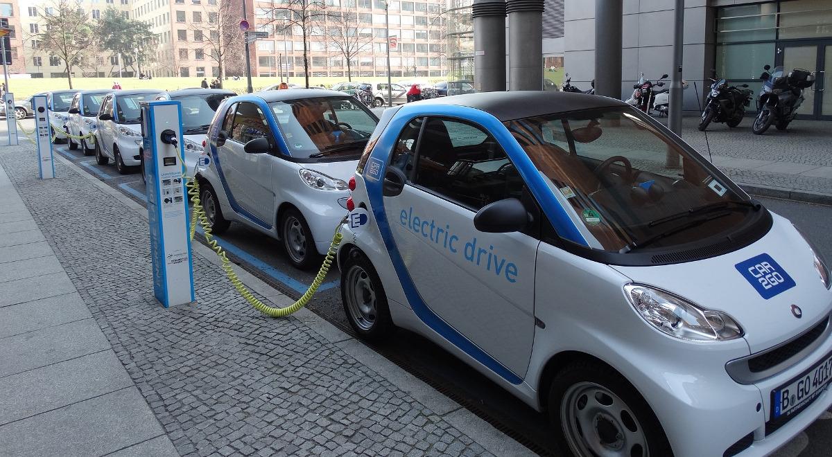 samochody elektryczne free 1200.jpg