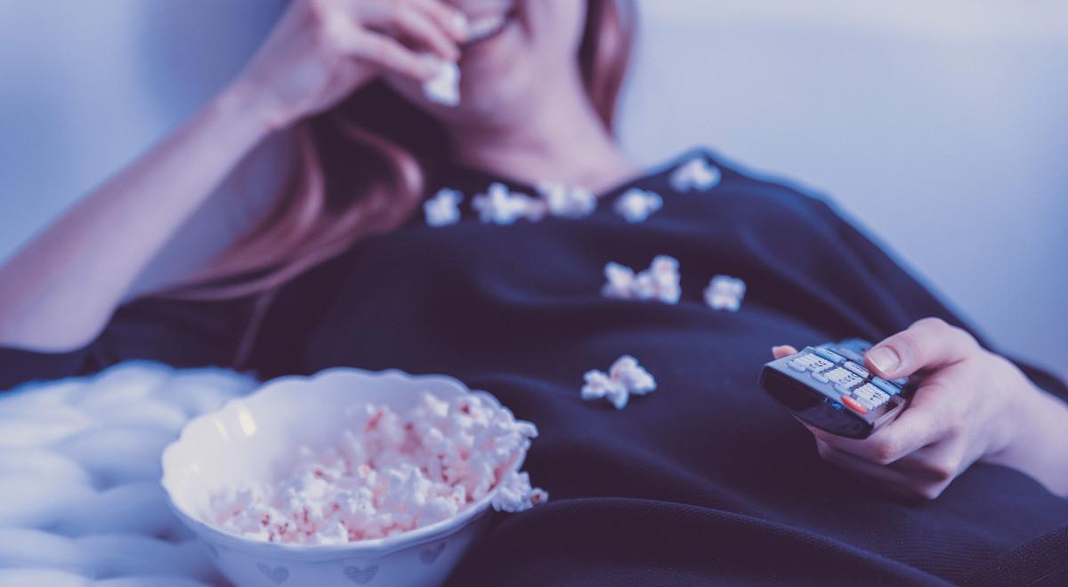 seriale oglądanie popcorn 1200.jpg
