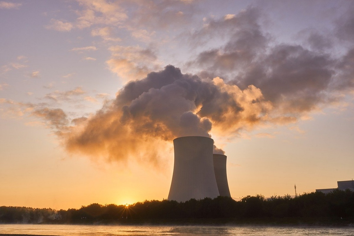 Frances state-controlled utility EDF has offered to build four to six nuclear reactors in Poland, with a total installed capacity of up to 9.9 GWe.