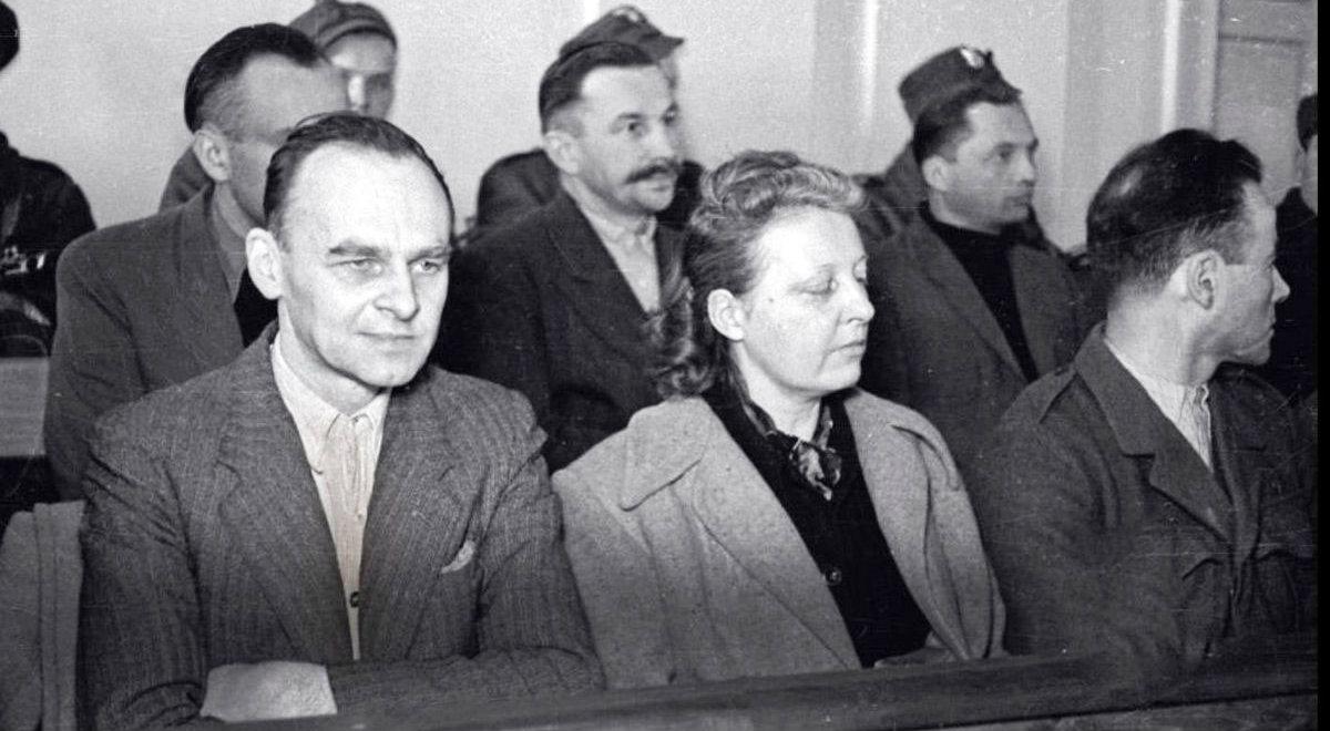 Witold Pilecki (pierwszy z lewej) na ławie oskarżonych podczas procesu w 1948 roku.
