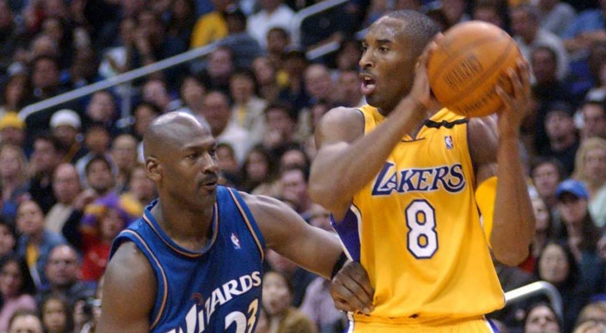 Kobe Bryant w barwach Los Angeles Lakers i  Michael Jordan w koszulce Washington Wizard