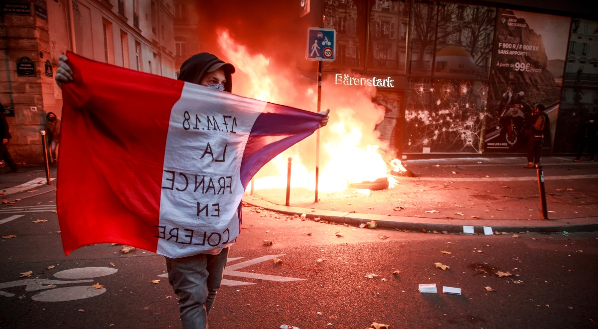 pap protest paryż 1200.jpg