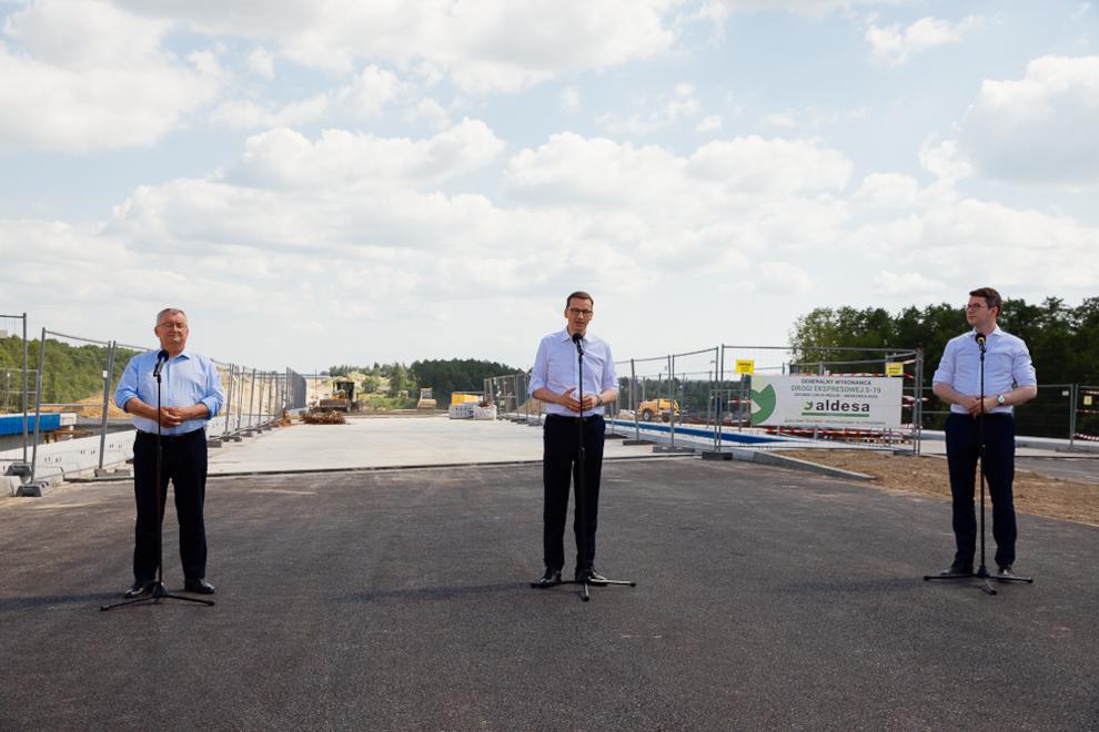 Prim-ministrul Morawiecki la șantierul Via Carpatia.jpg