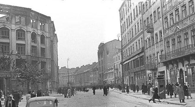 Okres okupacji. Miejsce akcji pod Arsenałem - ulica Długa, widok w kierunku wschodnim.