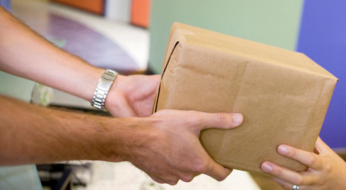 152dc5e9507a79 Co zrobić, gdy przesyłka kupiona przez internet nie dociera na czas, kurier  nie zastanie