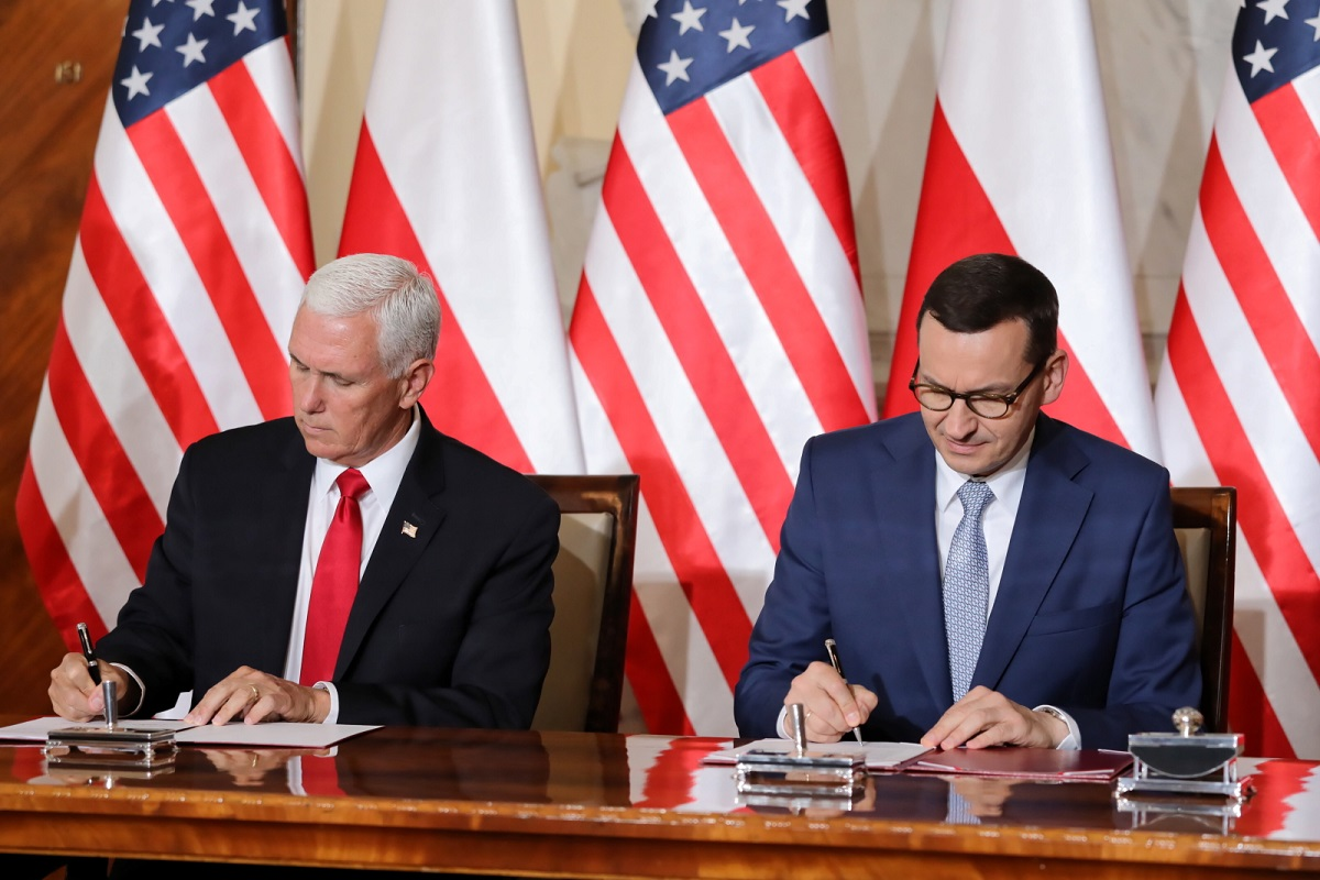 US Vice President Mike Pence and Polish PM Mateusz Morawiecki signing the deal in Warsaw on September 2, 2019.