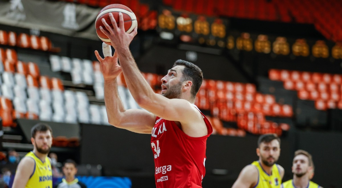 Koszykówka Adam Hrycaniuk 1200F.jpg