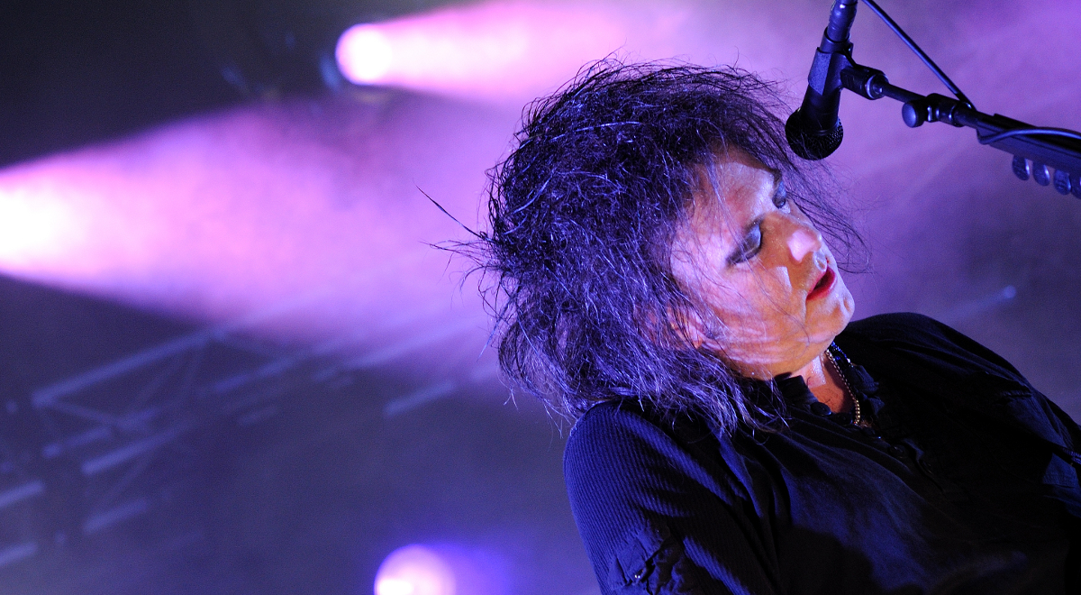 Robert Smith na koncercie The Cure w Barcelonie w 2012 roku