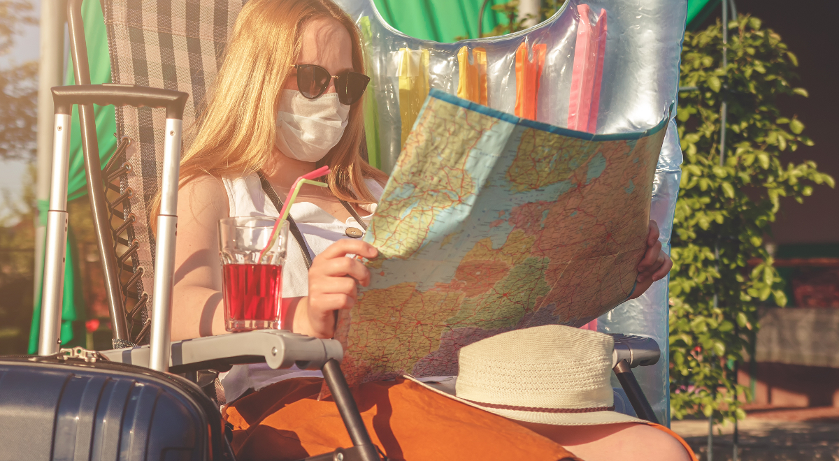 shutterstock  Shyntartanya wakacje koronawirus maska 1200.jpg