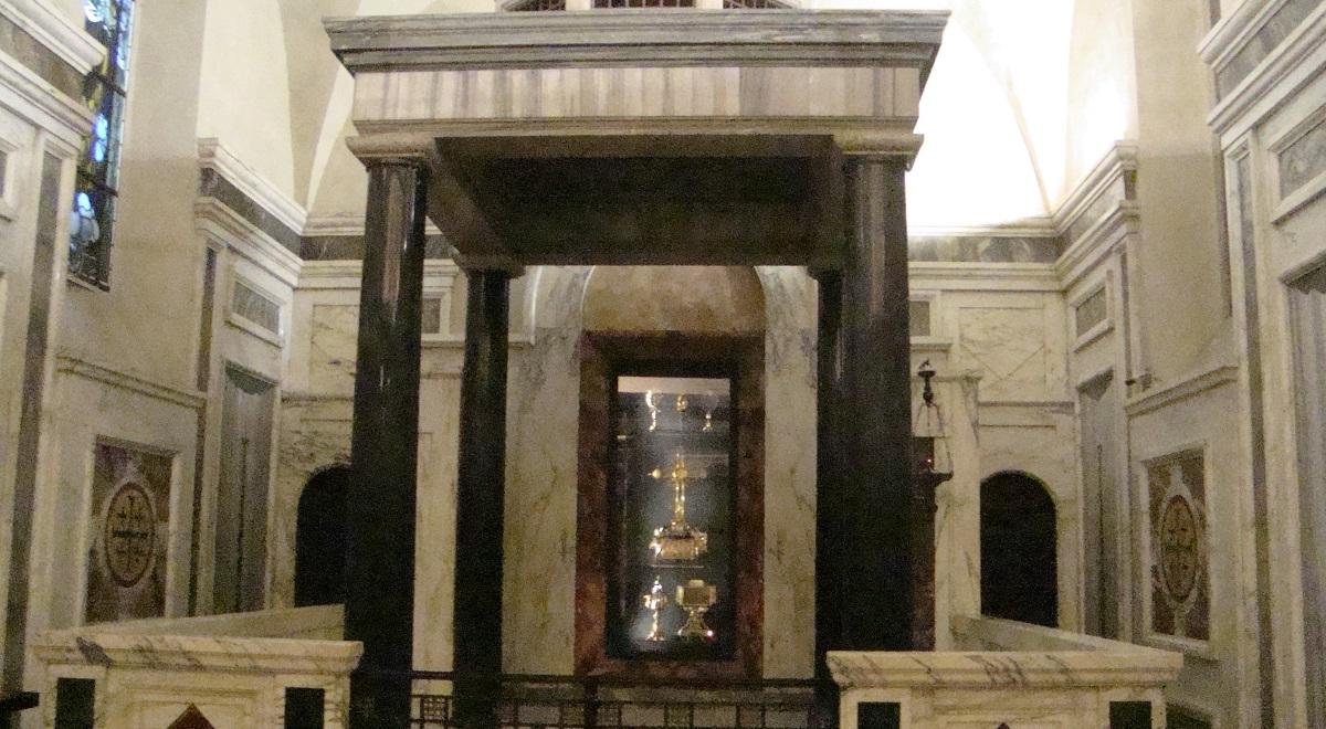 Bazylika św. Krzyża Jerozolimskiego w Rzymie 1200.jpg