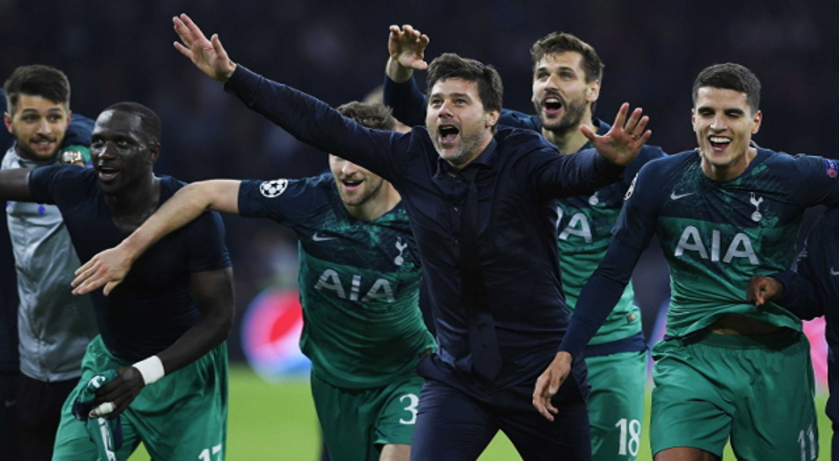 b31b70a34 Mauricio Pochettino i piłkarze Tottenhamu po zwycięstwie nad Ajaksem  Amsterdam