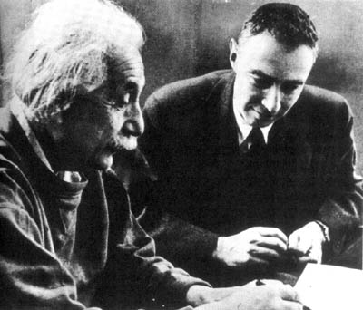 Albert Einstein i Robert Oppenheimer, źr. Wkimedia Commons/dp