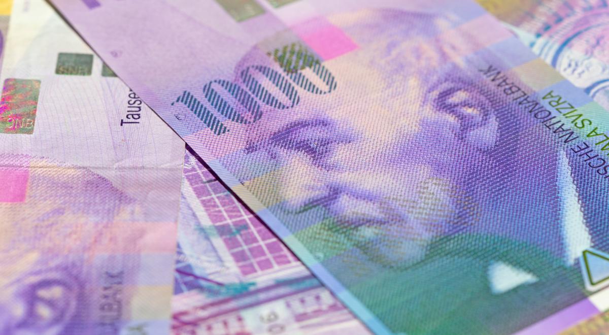 Bancnote franc elvețiene Credit numerar 1200.jpg