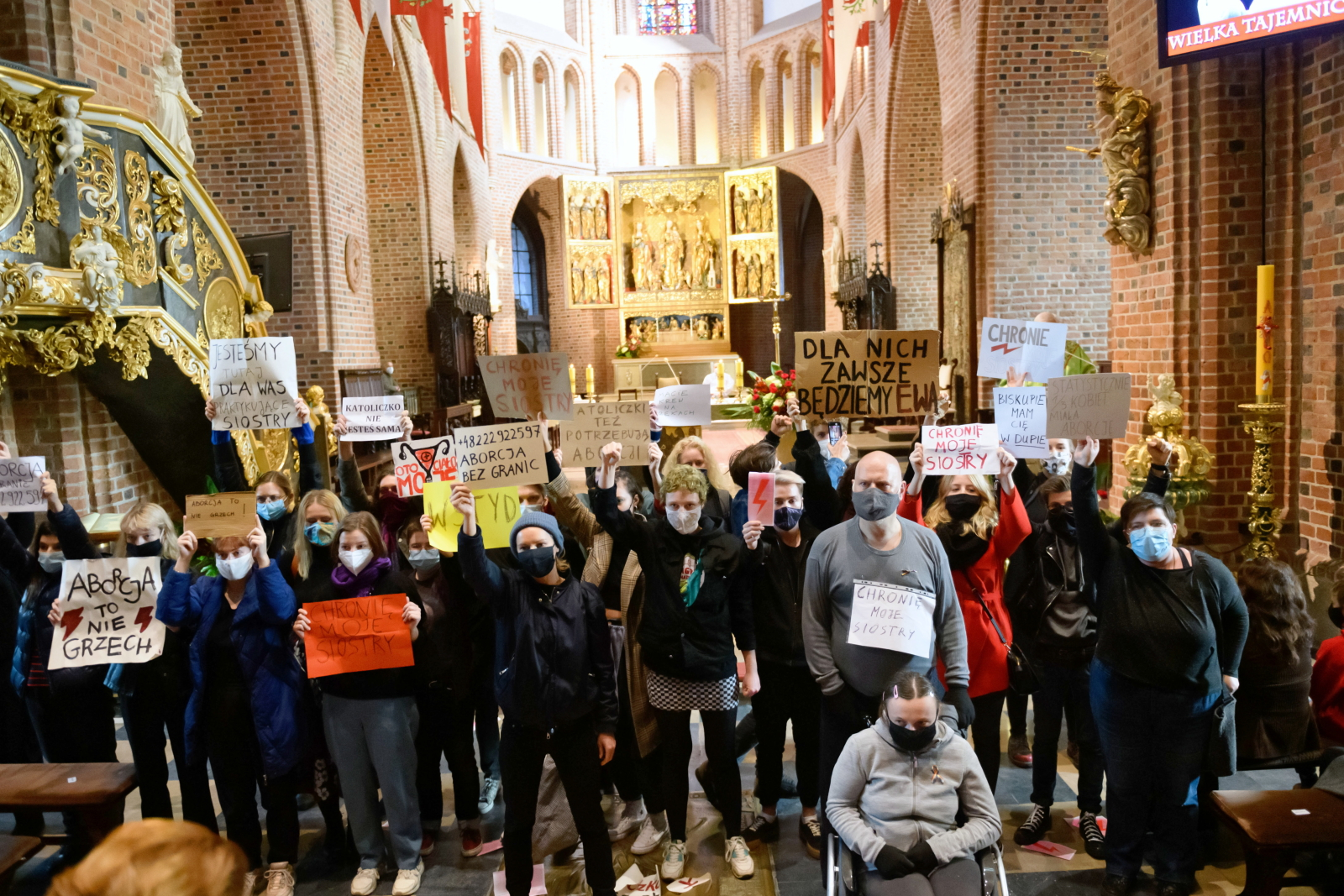Representatives of the Women's Strike organization during a protest against the tightening of abortion laws in Poland at a cathedral in the western city of Poznań, October 25. Photo: PAP / Jakub Kaczmarczyk