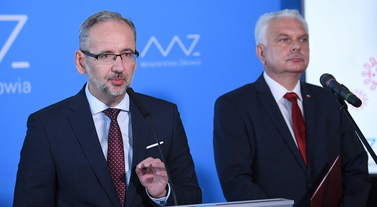 Poland's Health Minister Adam Niedzielski (left) and Deputy Health Minister Waldemar Kraska (right) talk to reporters at a news conference in Warsaw on Thursday. Photo: PAP/Radek Pietruszka